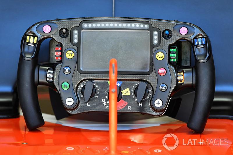 Кермо McLaren MCL32