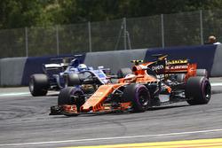 Stoffel Vandoorne, McLaren MCL32, Jolyon Palmer, Renault Sport F1 Team RS17, Marcus Ericsson, Sauber C36