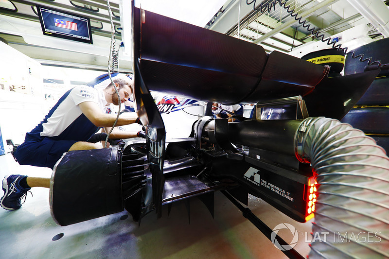 A Williams engineer at work in the garage