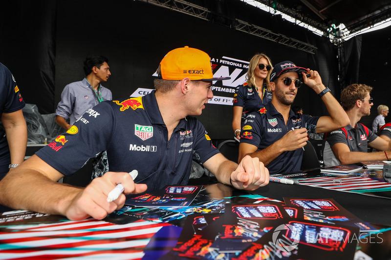 Макс Ферстаппен і Даніель Ріккардо, Red Bull Racing підписують автографи уболівальникам