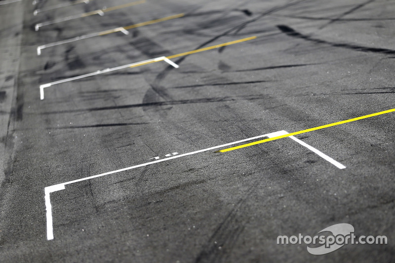 Track atmosphere, starting grid