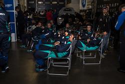 Falken pit crew