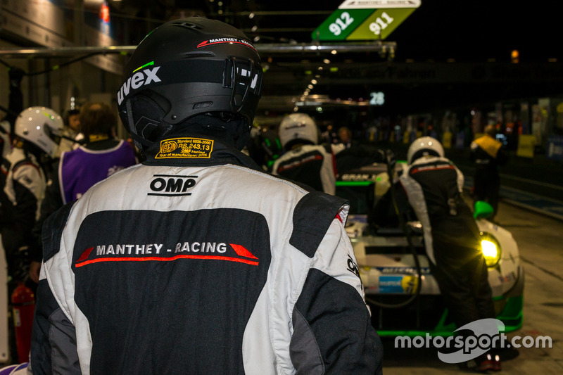 Manthey Racing pit crew