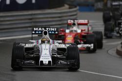 Felipe Massa, Williams FW38, lidera a Sebastian Vettel, Ferrari SF16-H