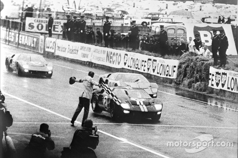Ford's first win di 24 Hours of Le Mans, 1966: winning Ford GT-40 Mark II driven by Bruce McLaren da