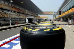 Pirelli-banden in de pitstraat
