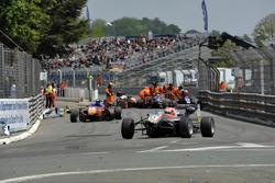 Yellow flags, crash, track guards, Nikita Mazepin HitechGP Dallara F312 – Mercedes-Benz