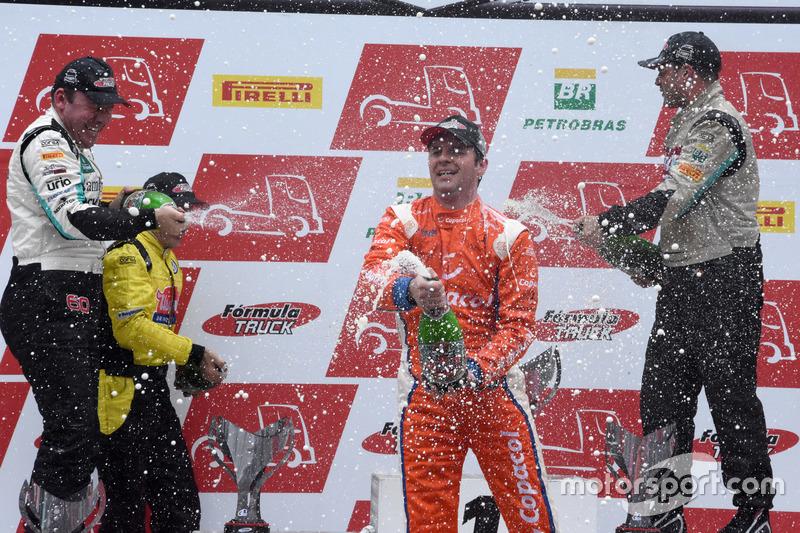 Champanhe no pódio da sétima etapa e a festa do vencedor Diogo Pachenki