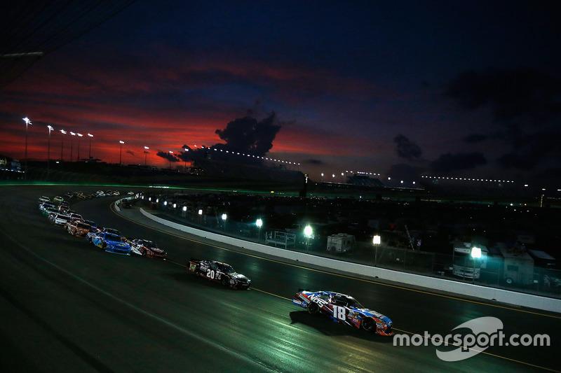 #5: Fahrt in die Nacht mit NASCAR