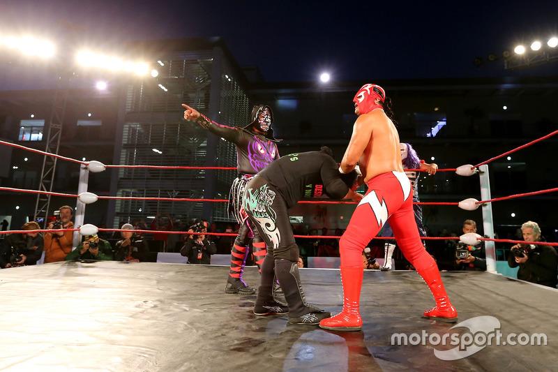 Wrestling im Fahrerlager