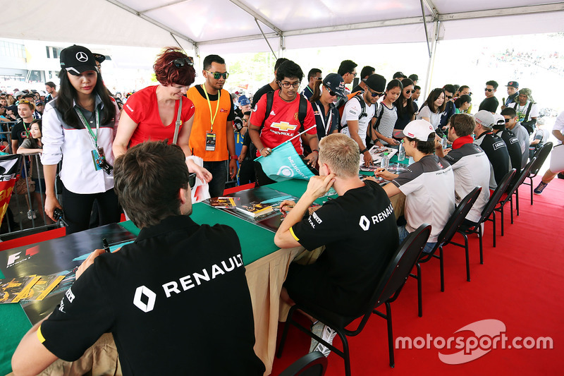 (L to R): Jolyon Palmer, Renault Sport F1 Team and Kevin Magnussen, Renault Sport F1 Team sign autographs for the fans