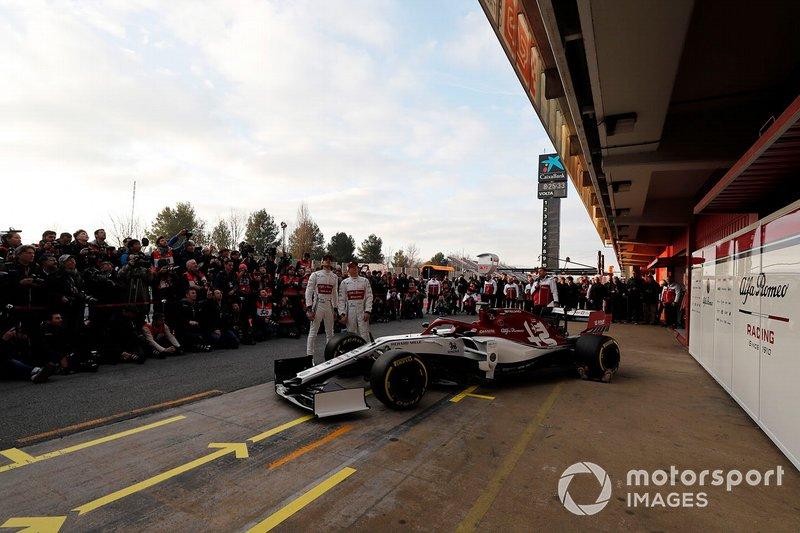 Antonio Giovinazzi, Alfa Romeo Racing et Kimi Raikkonen, Alfa Romeo Racing avec la nouvelle Alfa Romeo Racing C38