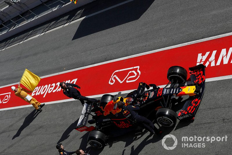 Max Verstappen, Red Bull Racing RB15 stop in pit lane