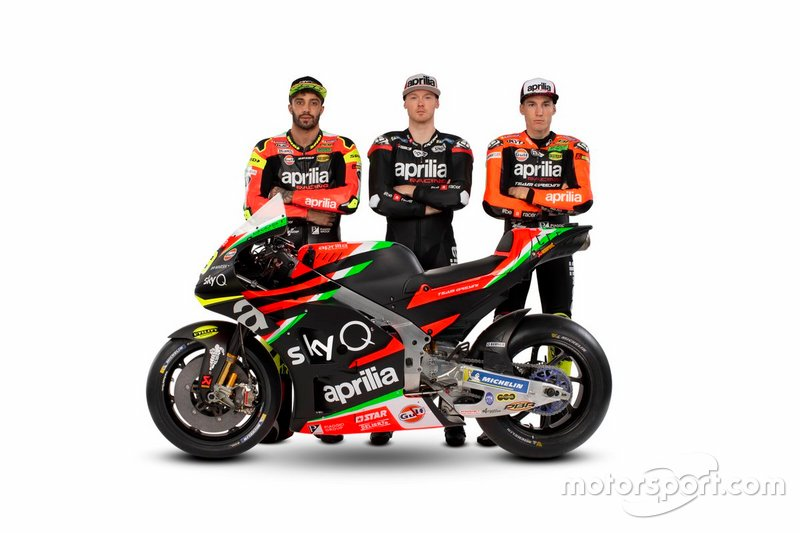 Andrea Iannone, Aprilia Racing Team Gresini, und Aleix Espargaro, Aprilia Racing Team Gresini, mit Bradley Smith