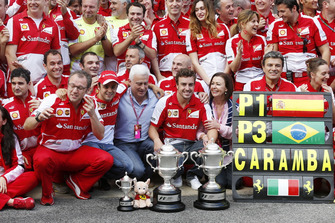 Race winner Fernando Alonso, Ferrari, celebrates with the Ferrari team
