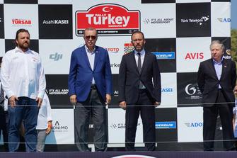 Serkan Yazıcı, presidente de TOSFED, Recep Tayyip Erdoğan, presidente de Turquía, Jean Todt, presidente de la FIA