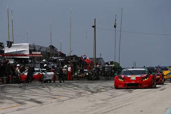 #58 Wright Motorsports Porsche 911 GT3 R, GTD - Patrick Long, Christina Nielsen, Pit Stop