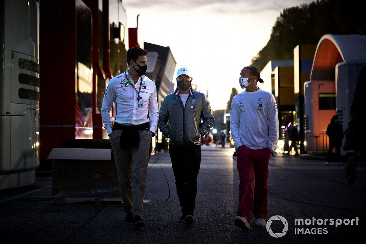 Toto Wolff, Executive Director (Business), Mercedes AMG, Valtteri Bottas, Mercedes-AMG F1, and Lewis Hamilton, Mercedes-AMG F1