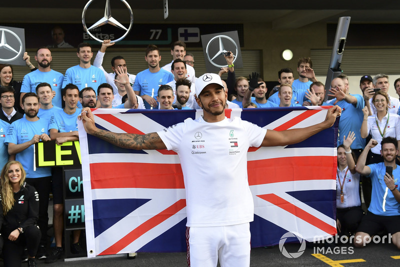 Lewis Hamilton, Mercedes AMG F1 celebra con el equipo