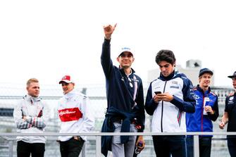 Esteban Ocon, Racing Point Force India, et Lance Stroll, Williams Racing,durant la parade des pilotes