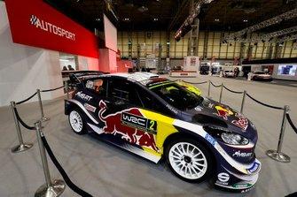 Una Ford WRC accanto al palco di Autosport