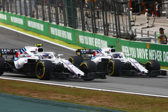 Sergey Sirotkin, Williams FW41, battles with Lance Stroll, Williams FW41
