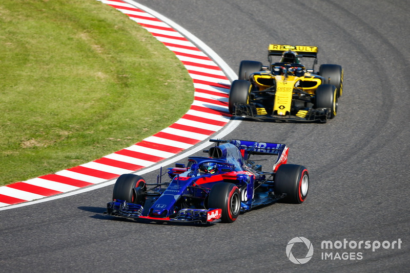 Brendon Hartley, Toro Rosso STR13, leads Carlos Sainz Jr., Renault Sport F1 Team R.S. 18