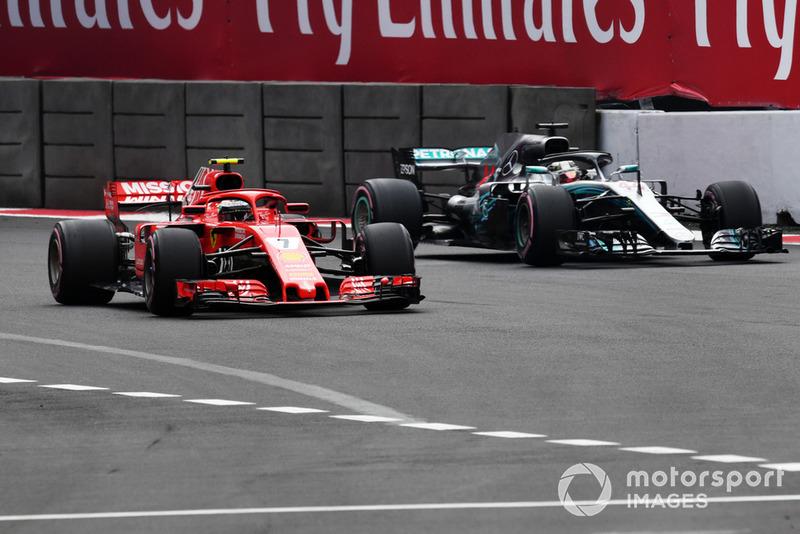 Кмі Райкконен, Ferrari SF71H, Льюіс Хемілтон, Mercedes AMG F1 W09