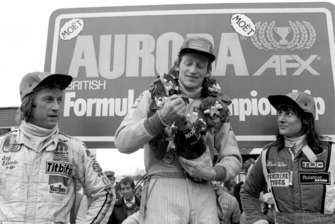 Primer lugar David Kennedy, Wolf WR4, centro. segundo lugar Guy Edwards, Fittipaldi F5A, a la izquierda. tercero Desire Wilson, Tyrrell 008, a la derecha.