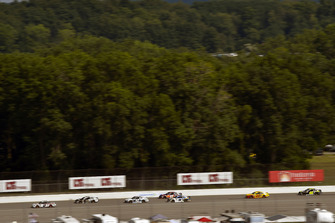 Brad Keselowski, Team Penske, Ford Fusion Discount Tire e Aric Almirola, Stewart-Haas Racing, Ford Fusion Smithfield