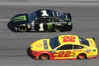 Kurt Busch, Chip Ganassi Racing, Chevrolet Camaro Monster Energy, Joey Logano, Team Penske, Ford Mustang Shell Pennzoil