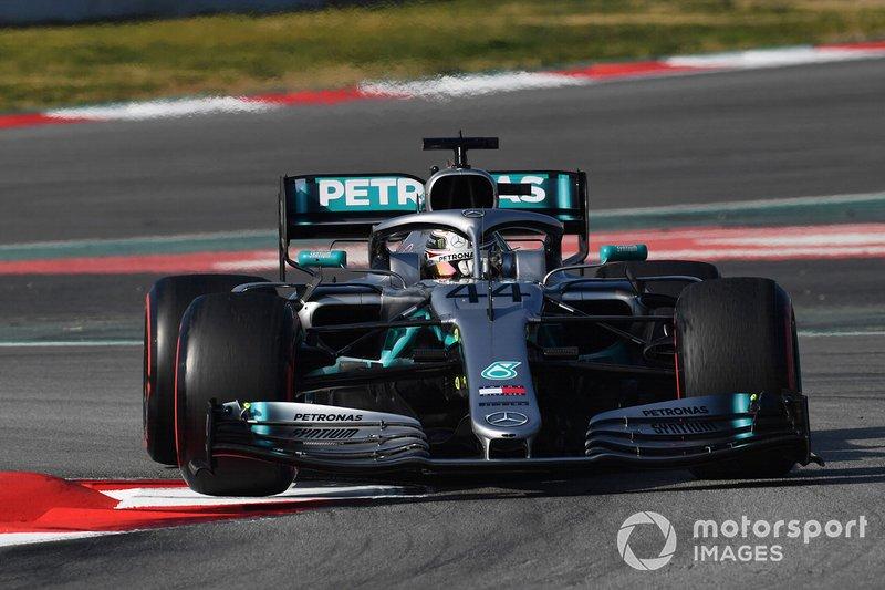 Lewis Hamilton, Mercedes-AMG F1 W10, lève une roue sur le vibreur