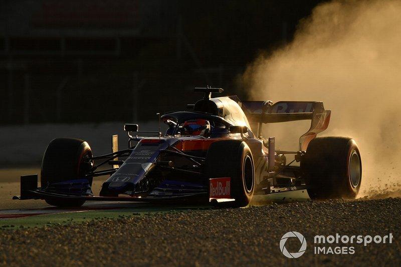 Daniil Kvyat, Scuderia Toro Rosso STR14, salida de pista