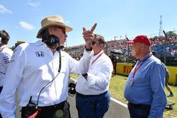 Niki Lauda, Mercedes AMG F1 W08 Non-Executive Chairman, Sheikh Mohammed bin Essa Al Khalifa, CEO of the Bahrain Economic Development Board and McLaren Shareholder and Mansour Ojjeh, TAG on the grid