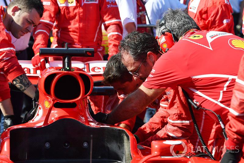 Ferrari trabaja en el auto de Sebastian Vettel, Ferrari SF70H