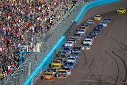 Restart: Kyle Busch, Joe Gibbs Racing Toyota, Joey Logano, Team Penske Ford lead