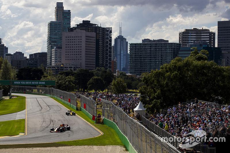 Max Verstappen, Red Bull Racing, RB13; Nico Hülkenberg, Renault Sport F1 Team, RS17