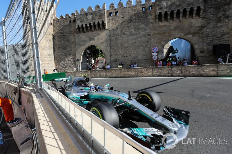 No GP do Azerbaijão, se enroscou com Kimi Raikkonen na largada, caiu para o fundão, mas conseguiu se recuperar. Após ultrapassar Lance Stroll nos metros finais, chegou em um impressionante segundo lugar.