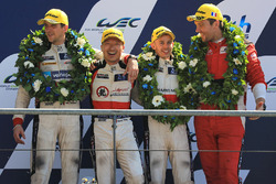LMP2 podio: tercer lugar David Cheng, Alex Brundle, Tristan Gommendy, DC Racing