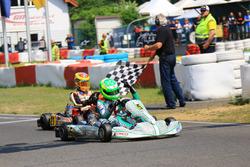 David Schumacher gewinnt erstes Rennen der DKM