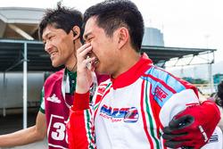 车队经理兼车手张昊鹏在错失AKOC年度竞标后泪洒赛场