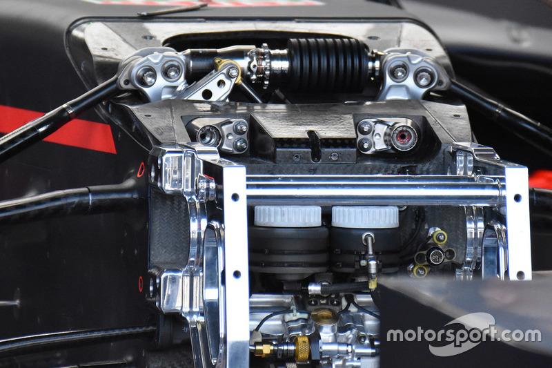 Red Bull Racing RB13, detalle delantero