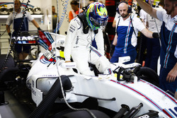 Felipe Massa, Williams, settles in to his seat