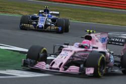 Esteban Ocon, Sahara Force India F1 VJM10, Pascal Wehrlein, Sauber C36