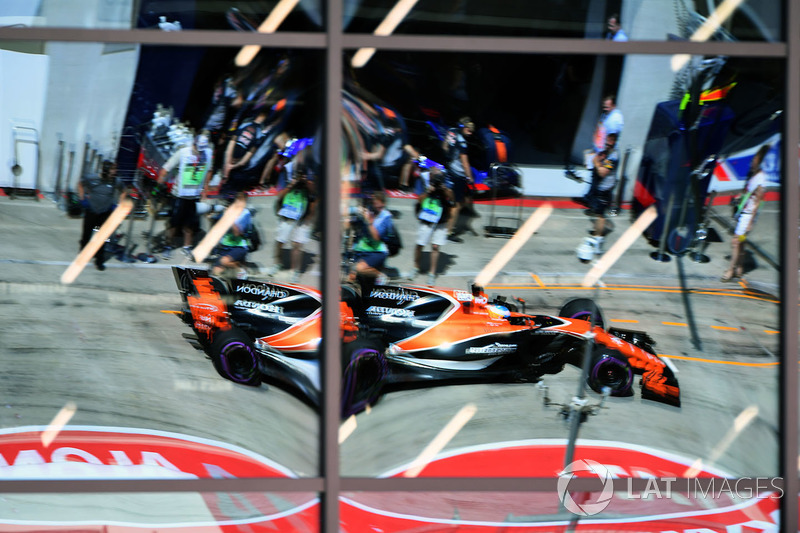 Reflexion: Fernando Alonso, McLaren MCL32
