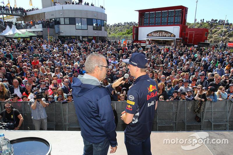 Max Verstappen, Red Bull Racing et le commentateur Olav Mol