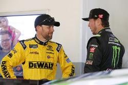 Matt Kenseth, Joe Gibbs Racing Toyota, Kurt Busch, Stewart-Haas Racing Ford