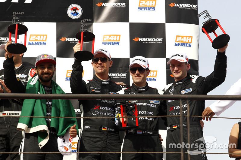 Podio: tercer lugar #3 Black Falcon Mercedes AMG GT3: Abdulaziz Al Faisal, Hubert Haupt, Yelmer Buurman, Michal Broniszewski, Maro Engel