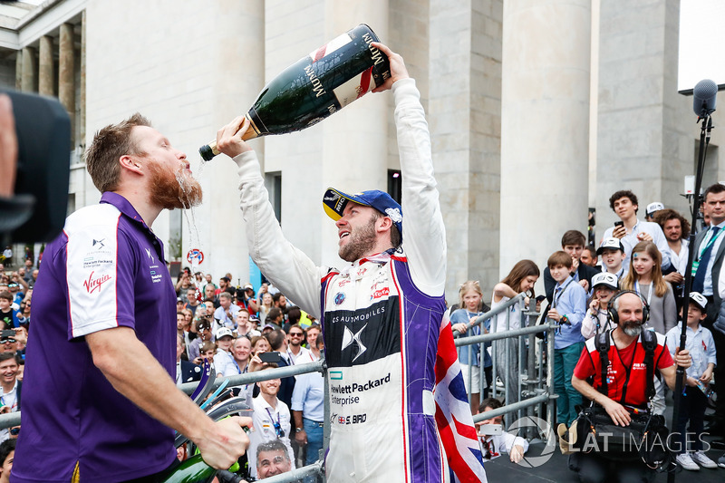 Sam Bird, DS Virgin Racing, vince l'ePrix di Roma e festeggia con il Team DS Virgin