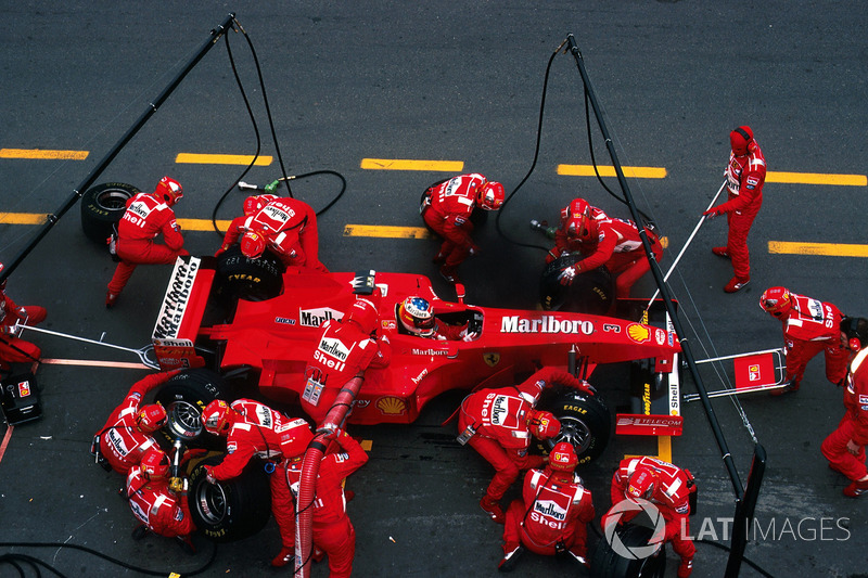 Michael Schumacher, Ferrari F300 makes a pitstop